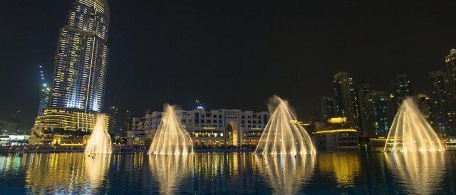 Motorradreisen Dubai bei Nacht