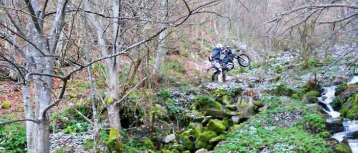Motorradreisen Enduro Bosnien Über Stock und Stein