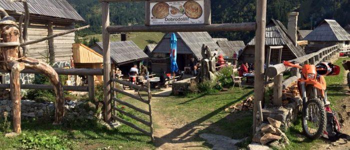 Motorradreisen Enduro Bosnien Mittagspause